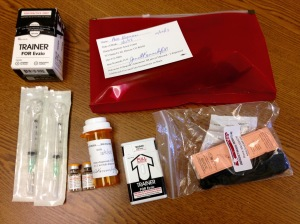 Different types of Narcan: Automatic Injector, nostrils spray, regular syringe.