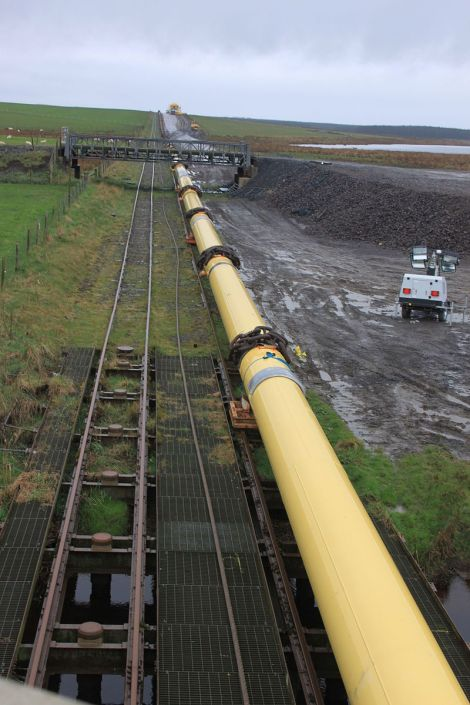 oil_pipeline_and_narrow_gauge_railway_at_the_bridge_of_wester_geograph_2893665-1